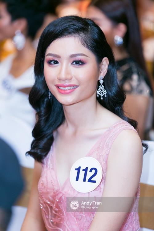 Hoàng Thùy, Mâu Thủy khoe đường cong quyến rũ cùng dàn thí sinh tại họp báo HHHVVN - Ảnh 10.