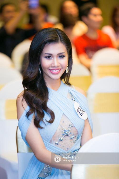 Hoàng Thùy, Mâu Thủy khoe đường cong quyến rũ cùng dàn thí sinh tại họp báo HHHVVN - Ảnh 12.