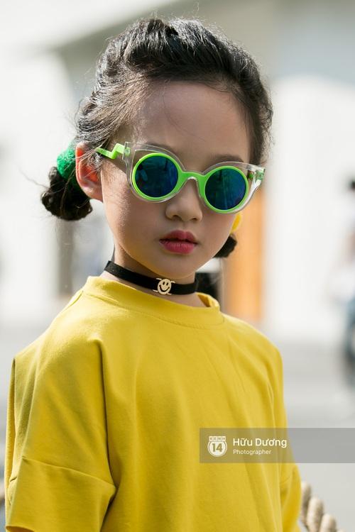Chỉ trong ngày đầu, VIFW đã gây ấn tượng với sự xuất hiện của Phí Phương Anh, Fung La và loạt street style siêu chất - Ảnh 4.