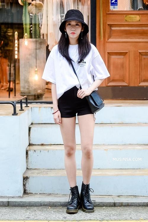 Cùng trưng dụng quần shorts nhưng giới trẻ Hàn lại có cả tá cách mix, cách nào cũng hút mắt thôi rồi! - Ảnh 1.