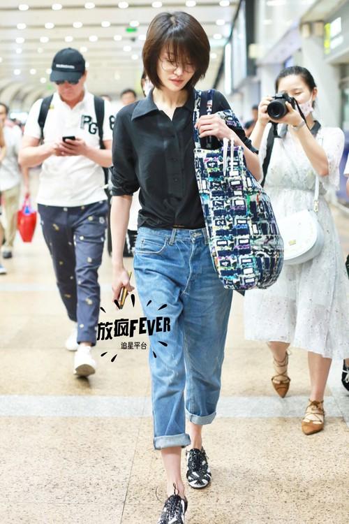 Bận quần đùi ra sân bay, đi sự kiện không thèm makeup, nữ thần học đường Trịnh Sảng ngày một xuề xòa khó hiểu - Ảnh 8.