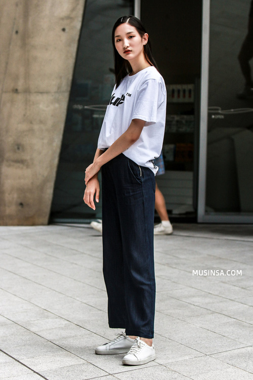 Nhìn giới trẻ Hàn ồ ạt diện sweatshirt, bạn sẽ mong trời chuyển mát thật nhanh để còn được tái ngộ item siêu cool này - Ảnh 11.