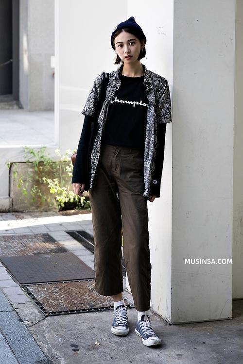 Nhìn giới trẻ Hàn ồ ạt diện sweatshirt, bạn sẽ mong trời chuyển mát thật nhanh để còn được tái ngộ item siêu cool này - Ảnh 12.