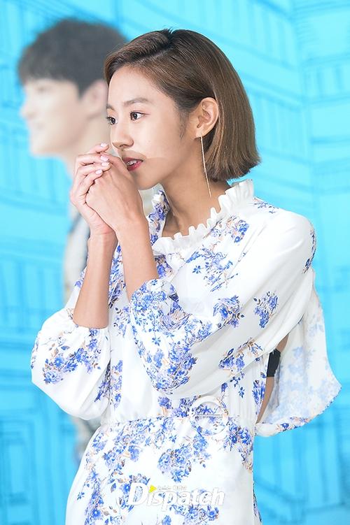 Jaejoong trở lại điển trai như hoàng tử, UEE diện váy rách hay cố tình? - Ảnh 3.