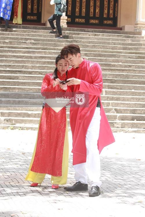 Amazing Race Trung Quốc tại Việt Nam: Vương Lệ Khôn - Trịnh Nguyên Sướng mặc áo dài, kiệt sức dưới trời nắng - Ảnh 4.