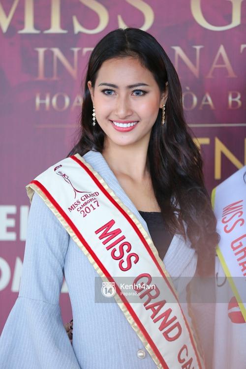 Huyền My đọ sắc cùng Miss Cambodia ở Hoa hậu Hòa bình Thế giới 2017, ai đẹp hơn ai? - Ảnh 8.