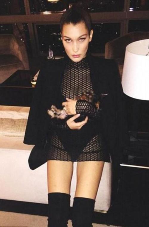 Suốt ngày diện đồ lưới xuyên thấu mặc cũng như không thế này chỉ có thể là đôi bạn cùng tiến Kendall Jenner - Bella Hadid - Ảnh 8.