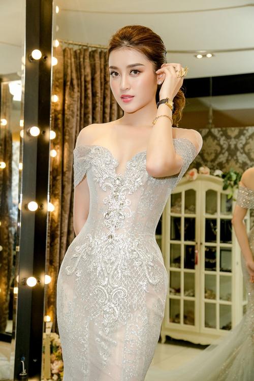 Huyền My xinh đẹp, lộng lẫy như công chúa trong buổi thử váy dạ hội, áo dài cho Miss Grand Internation 2017 - Ảnh 1.