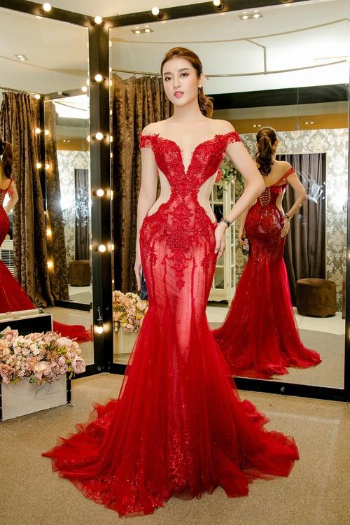 Huyền My xinh đẹp, lộng lẫy như công chúa trong buổi thử váy dạ hội, áo dài cho Miss Grand Internation 2017 - Ảnh 5.