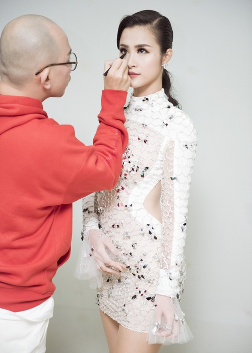 Trang phục của Đông Nhi tại Asia Song Festival 2017: Từ thảm đỏ đến sân khấu đều át cả sao Hàn - Ảnh 3.
