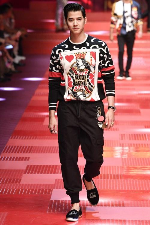 Sàn diễn Dolce&Gabbana thành Đại hội mỹ nam, nổi nhất là Mario Maurer và Vương Tuấn Khải! - Ảnh 2.