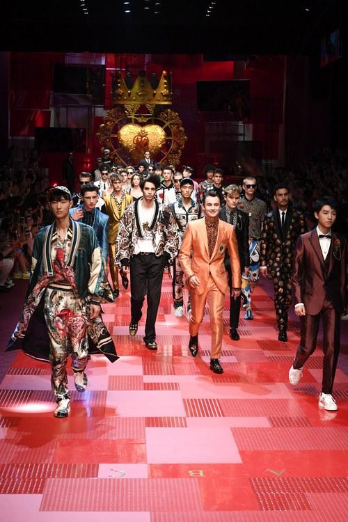 Sàn diễn Dolce&Gabbana thành Đại hội mỹ nam, nổi nhất là Mario Maurer và Vương Tuấn Khải! - Ảnh 17.