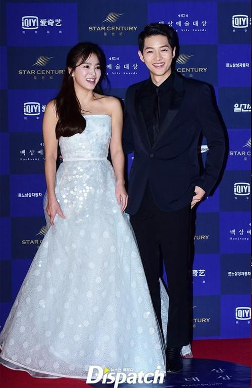 Váy cưới của các mỹ nhân đình đám xứ kim chi: người chi cả tỷ cho hàng hiệu, người diện thiết kế không tên tuổi - Ảnh 1.