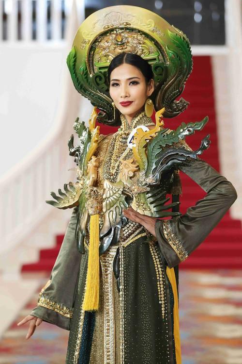 Hoàng Thùy, Cẩm Tiên cực lộng lẫy trong trang phục dân tộc tại HHHVVN - Ảnh 5.