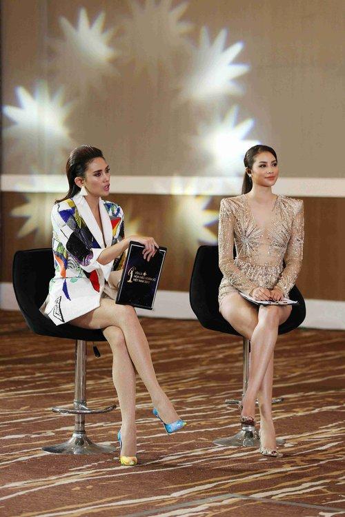 Hoàng Thùy, Cẩm Tiên cực lộng lẫy trong trang phục dân tộc tại HHHVVN - Ảnh 17.
