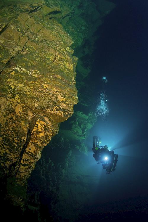 Hồ không đáy Goluboe - bí ẩn chết chóc đáng sợ bậc nhất hành tinh - Ảnh 5.
