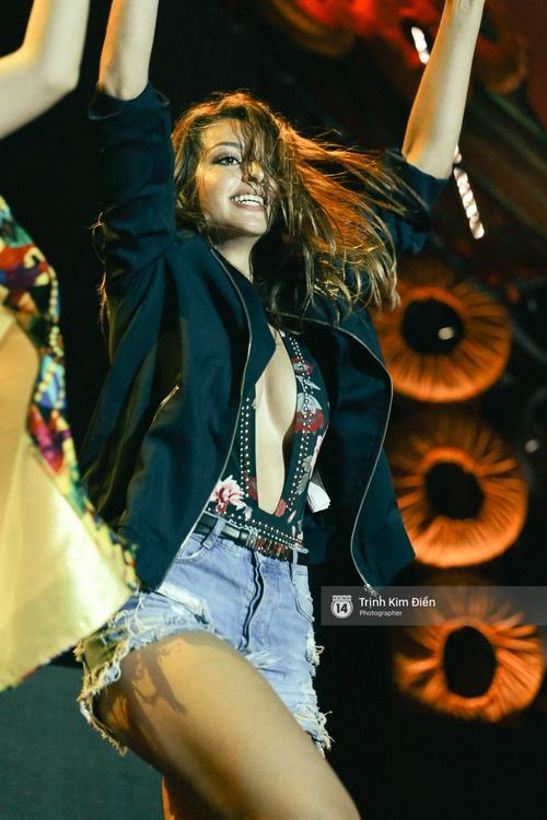 Đợi mãi cũng đến lúc Celine Farach khoe giọng hát và vũ đạo bốc lửa! - Ảnh 5.
