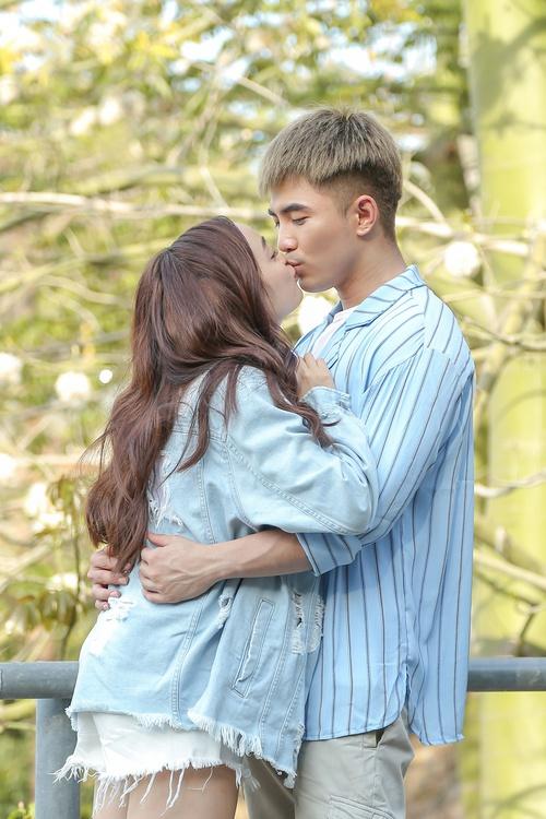 Will - Kaity Nguyễn cứ hở ra là... hôn nhau và ngọt ngào thế này trên phim trường! - Ảnh 2.