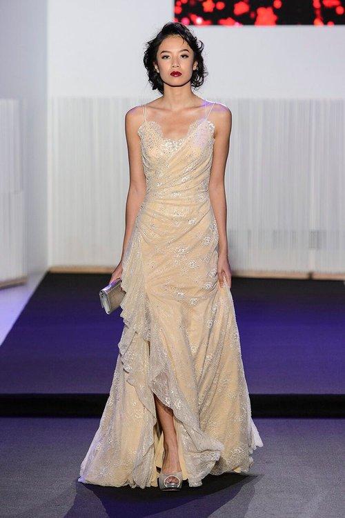 Chân dài kín tiếng này chính là mẫu Việt mở hàng cho Paris Fashion Week - Ảnh 3.