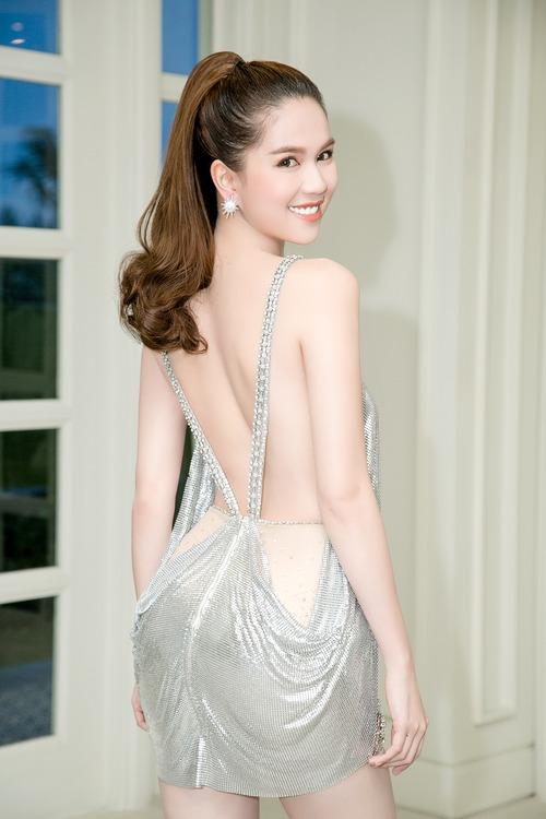 Ngọc Trinh diện váy mỏng tang, khoe trọn thân hình sexy đến bỏng mắt giữa sự kiện - Ảnh 5.
