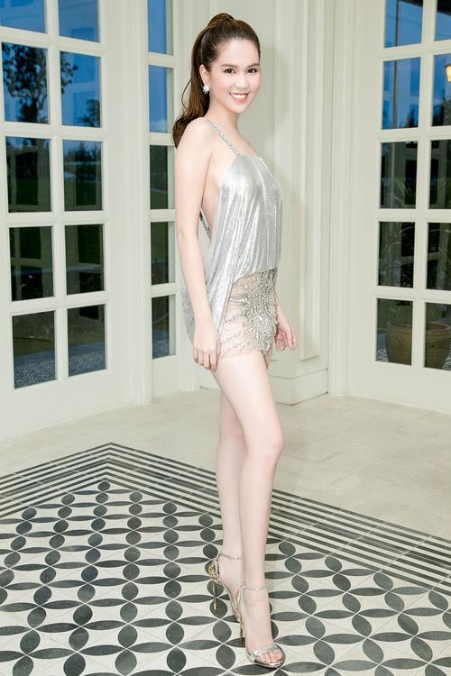 Ngọc Trinh diện váy mỏng tang, khoe trọn thân hình sexy đến bỏng mắt giữa sự kiện - Ảnh 2.