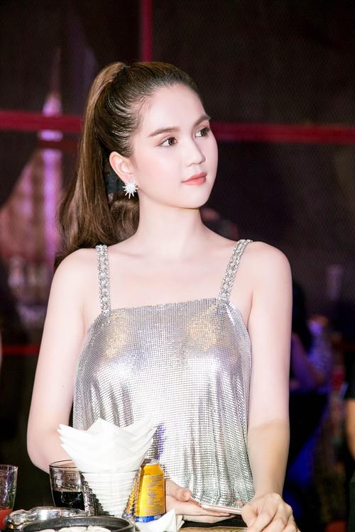Ngọc Trinh diện váy mỏng tang, khoe trọn thân hình sexy đến bỏng mắt giữa sự kiện - Ảnh 4.