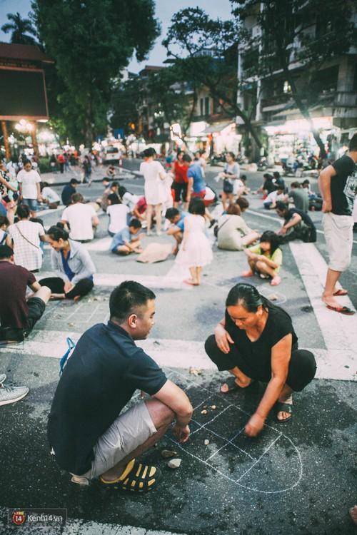 Tròn 1 năm khai trương, phố đi bộ Hồ Gươm đã trở thành một phần không thể thiếu của người Hà Nội - Ảnh 6.