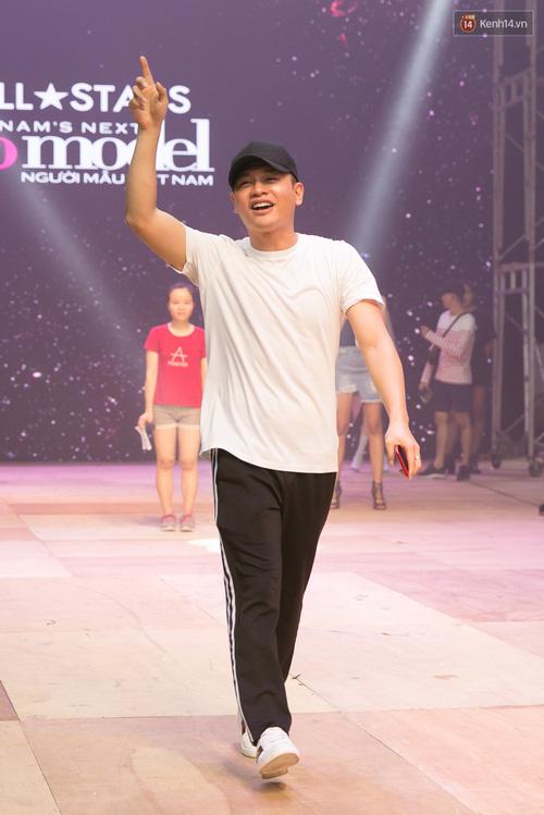 Hồ Ngọc Hà luyện tập hết mình trên sân khấu Chung kết Vietnams Next Top Model - Ảnh 15.