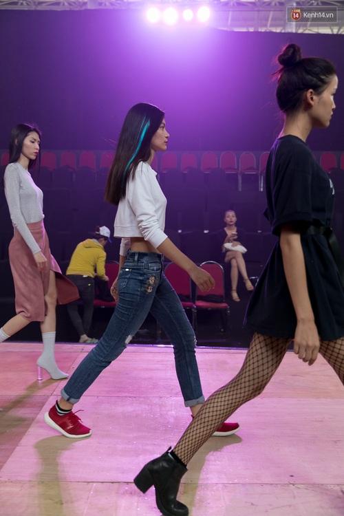 Hồ Ngọc Hà luyện tập hết mình trên sân khấu Chung kết Vietnams Next Top Model - Ảnh 17.
