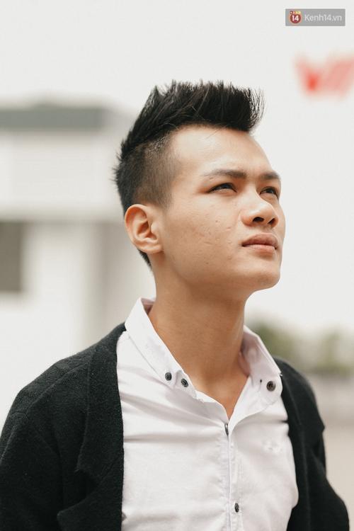 Chàng trai hát rong của The Voice: Bố từng phải bán xe máy, lấy 5 triệu cho mình vào Sài Gòn thi hát - Ảnh 4.