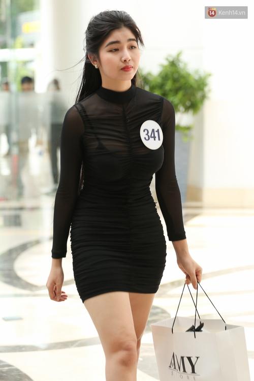 Nhiều thí sinh Hoa hậu Hoàn vũ miền Nam xuất hiện mệt mỏi, kém sắc - Ảnh 9.