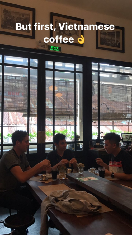 Sam Tsui xuất hiện giữa Sài Gòn, vui vẻ đi ăn uống, tham quan cùng Phở Đặc biệt - Ảnh 3.