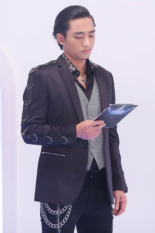 Là Host show thời trang như The Face mà Hữu Vi liên tục nhận xét lung tung - Ảnh 1.