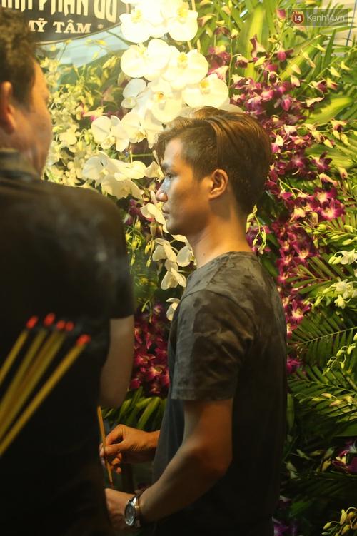 Nghệ sĩ Cát Phượng, vợ chồng Ốc Thanh Vân,... tới viếng danh hài Khánh Nam trong ngày thứ 2 tổ chức tang lễ - Ảnh 8.