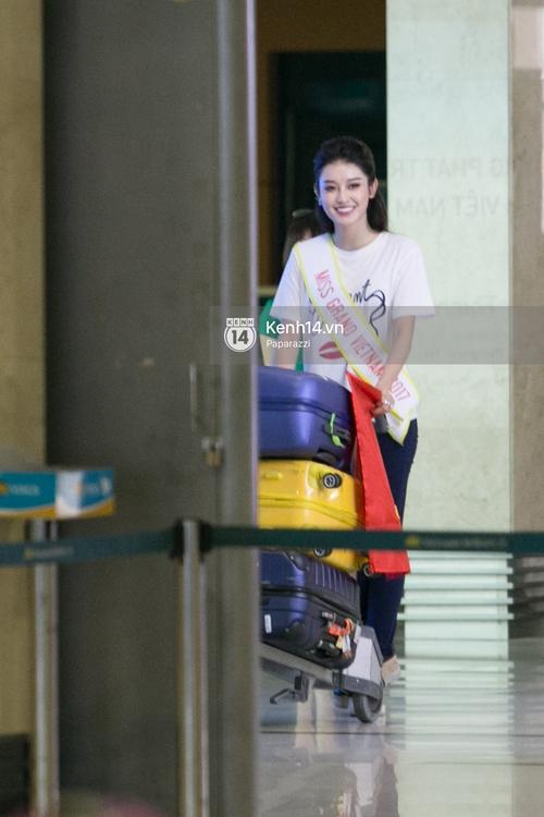 Huyền My đọ sắc cùng Miss Cambodia ở Hoa hậu Hòa bình Thế giới 2017, ai đẹp hơn ai? - Ảnh 1.