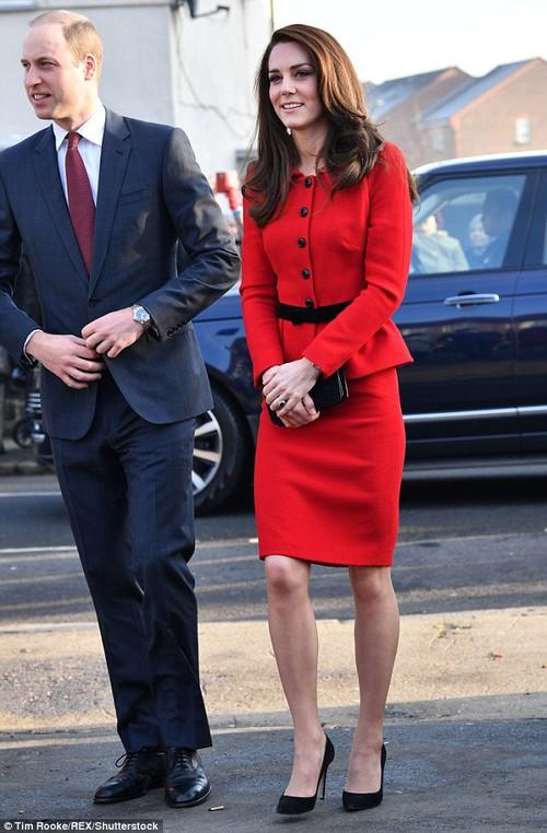 Công nương Kate tiết kiệm tột cùng, mang váy cũ từ... 6 năm trước ra mặc lại - Ảnh 3.
