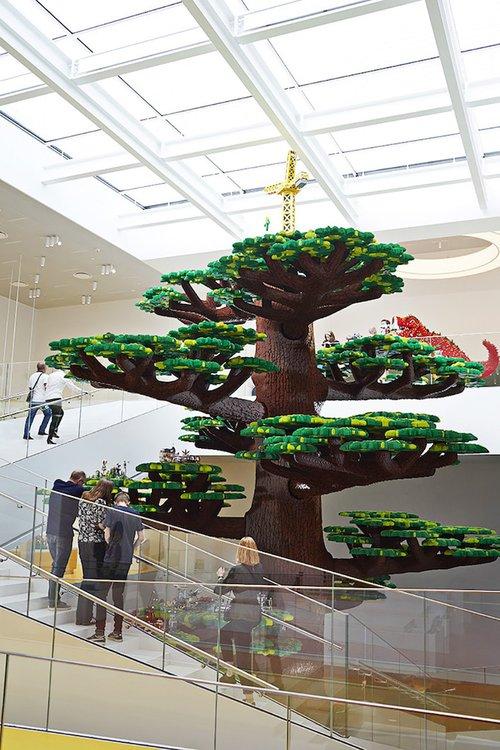 Ghé thăm căn nhà đồ chơi LEGO chóe lọe ngoài đời thực - Ảnh 7.