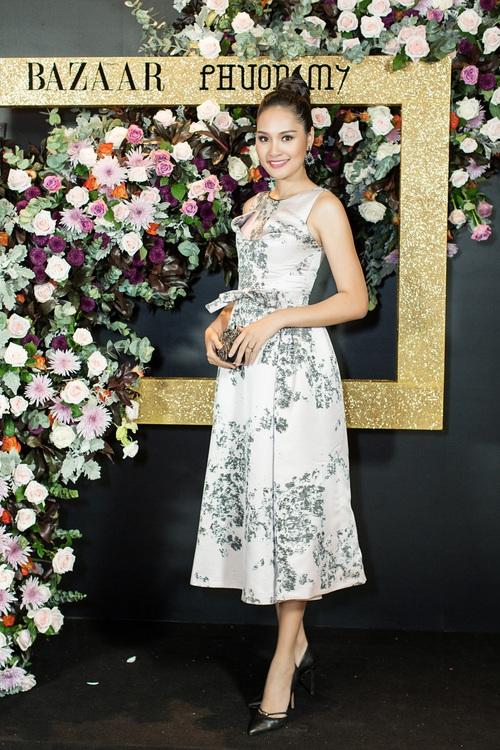 Hoàng Ku môi hồng chẳng kém các nàng Hậu, Kim Lý lịch lãm điển trai tại show diễn NTK Phương My - Ảnh 5.