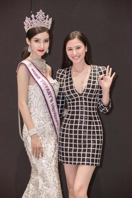 Chân dài thay thế Ngọc Trinh tươi tắn, tự tin đọ sắc với Hoa hậu chuyển giới Thái Lan - Ảnh 10.