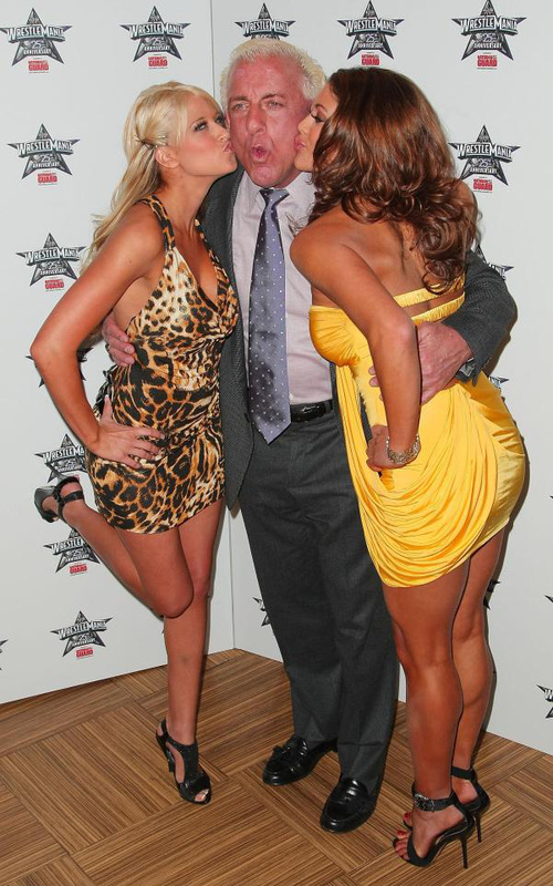 Huyền thoại WWE tiết lộ từng lên giường với... 10.000 phụ nữ - Ảnh 2.
