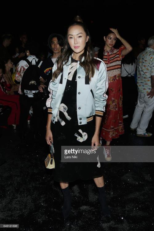 Park Shin Hye váy vóc điệu đà, Jessica Jung kín cổng cao tường tham dự NYFW - Ảnh 11.
