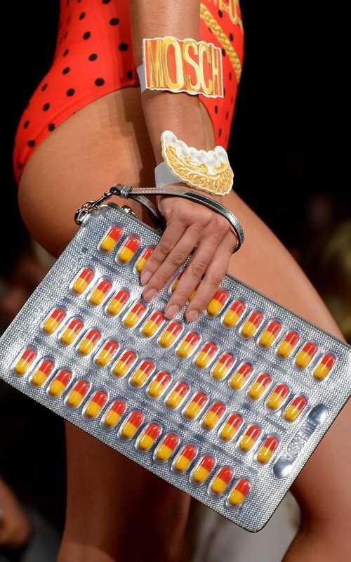 Moschino ra mắt túi xách hình vỉ thuốc giá... 25 triệu đồng - Ảnh 4.