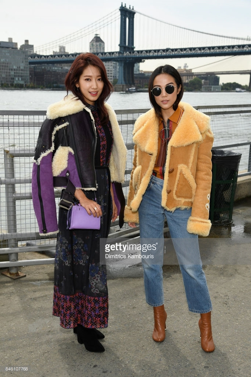 Park Shin Hye váy vóc điệu đà, Jessica Jung kín cổng cao tường tham dự NYFW - Ảnh 7.