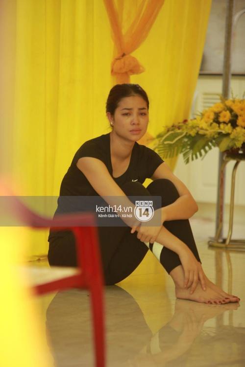 Hoa hậu Phạm Hương tiều tuỵ trông thấy khi lo hậu sự cho bố- Ảnh 6.