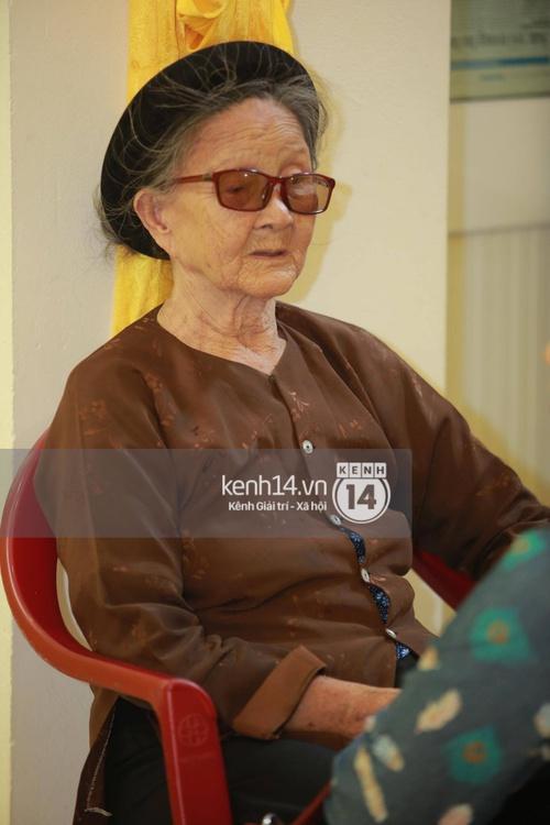 Hoa hậu Phạm Hương tiều tuỵ trông thấy khi lo hậu sự cho bố- Ảnh 9.