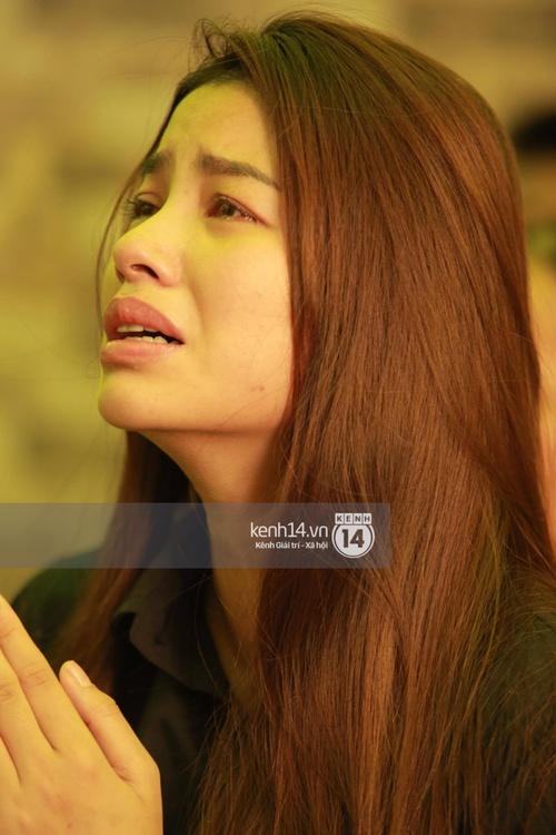 Phạm Hương liên tục khóc nấc, gương mặt tiều tuỵ trông thấy khi lo hậu sự cho bố - Ảnh 16.