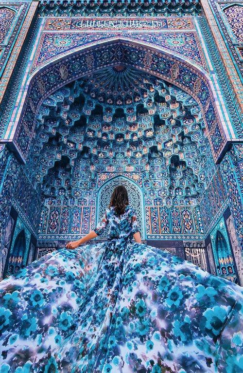 Chuyến chu du khắp thế gian của những bộ váy lộng lẫy - Ảnh 1.
