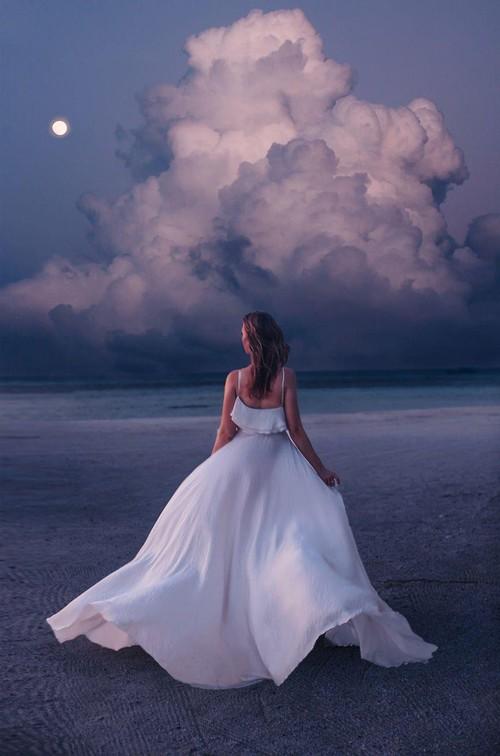 Chuyến chu du khắp thế gian của những bộ váy lộng lẫy - Ảnh 27.
