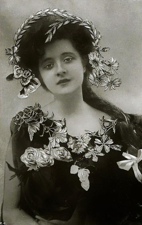 Hình ảnh dung dị mà đẹp rạng ngời của 13 nàng