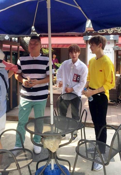 Nhóm nhạc vừa ra mắt đã dọa soán ngôi EXO và BTS: Nhan sắc cho tới thân hình đều gây tranh cãi - Ảnh 20.